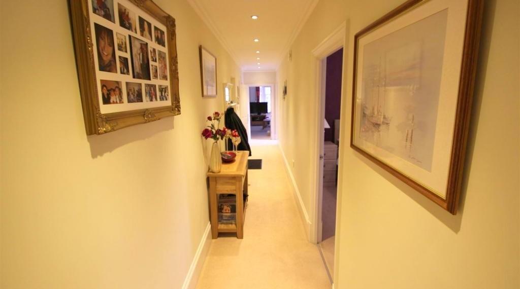 3 bedroom Apartment, Horley