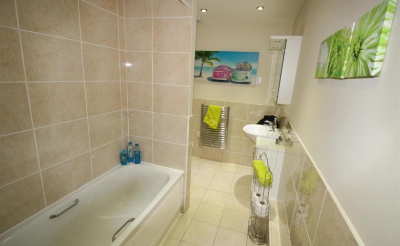 3 bedroom Apartment, Horley